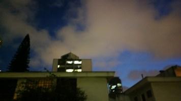 Modo noturno: lindas cores, nada de estabilização de imagem