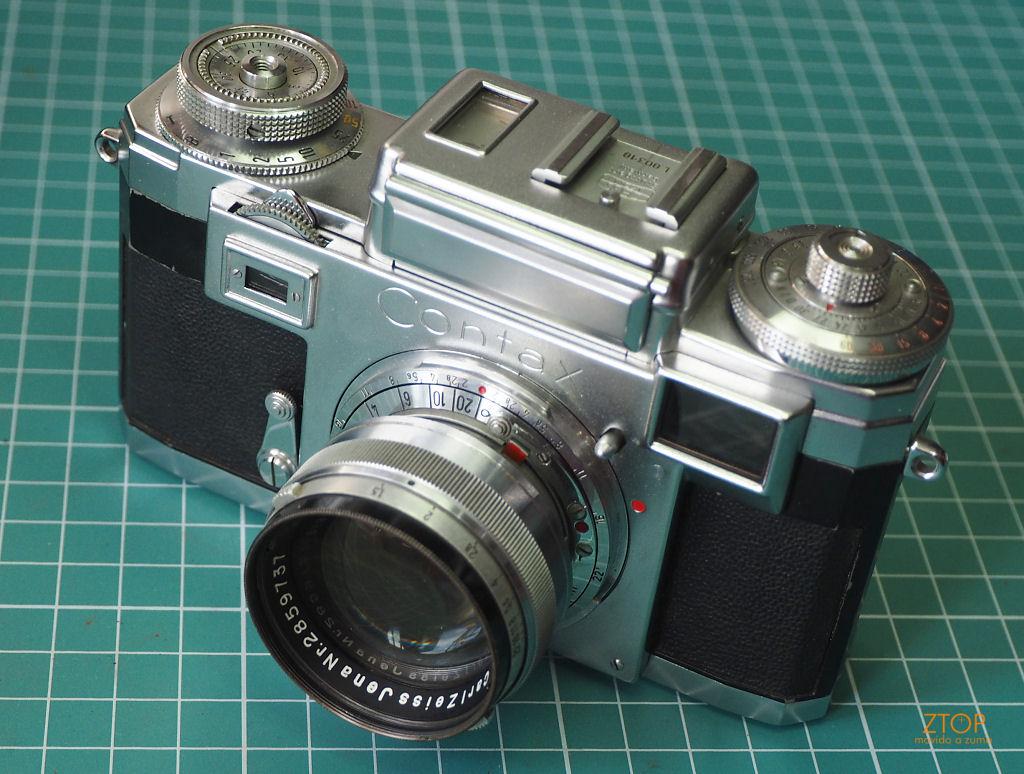 12d38205f5195 cujo movimento da lente ajuste do foco fica na câmera e não na objetiva —  ou seja — ela não foca se não estiver encaixada no corpo.