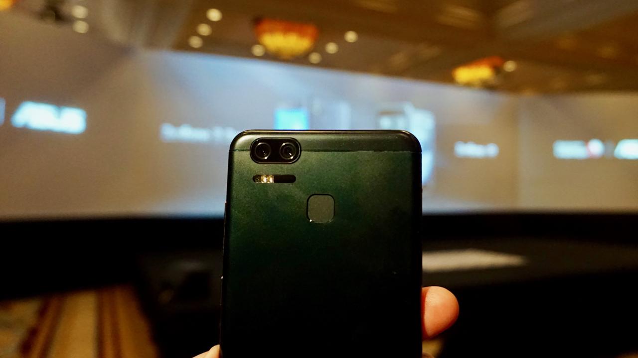 Asus Zenfone 3 Zoom mira na foto, acerta no iPhone 7 Plus