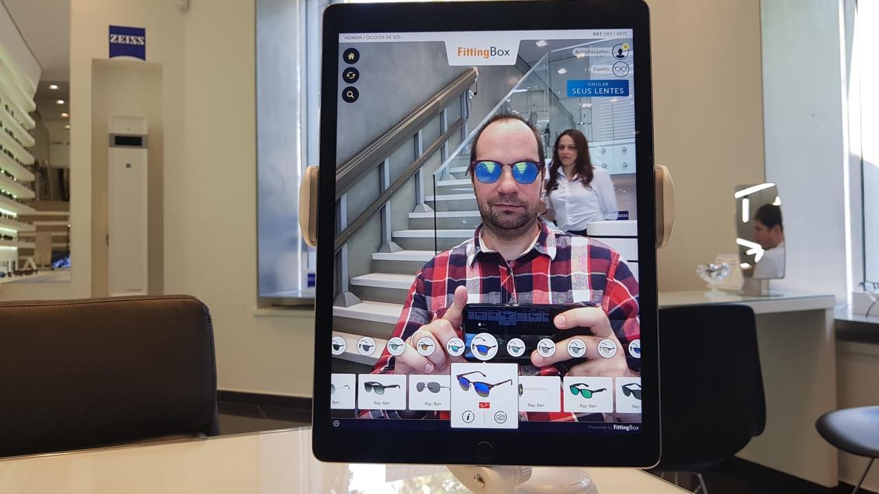 5cc5d93c5 E a brincadeira segue assim, se quiser por horas e horas (para testar a  paciência do vendedor de plantão). Também dá para salvar uma selfie e  mandar pro seu ...