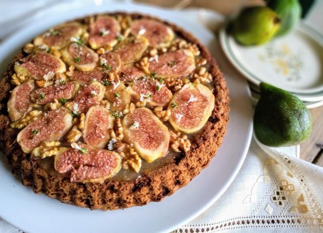 Crostata morbida con marmellata di limoni, fichi e noci