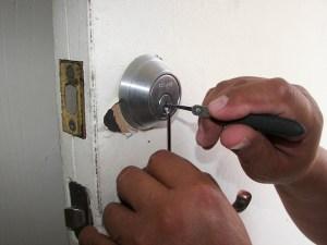 locksmith in action