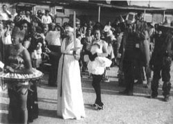 Karneval im August 1943. Festumzug im Lager. Quelle: La Valette. Underground Museum.