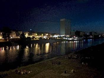Blick vom Neckarufer auf MVV-Gebäude