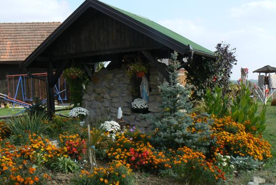 Okoliš oko crkve sv. Katarine u Samarici