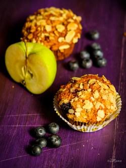 z widokiem na stół   |  jabłkowe muffiny z borówkami amerykańskimi