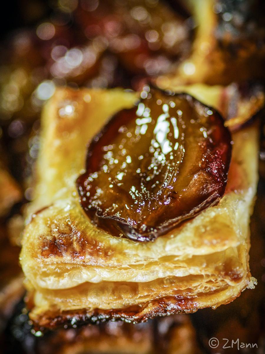 z widokiem na stół | ciastka francuskie ze śliwkami . najprostsze