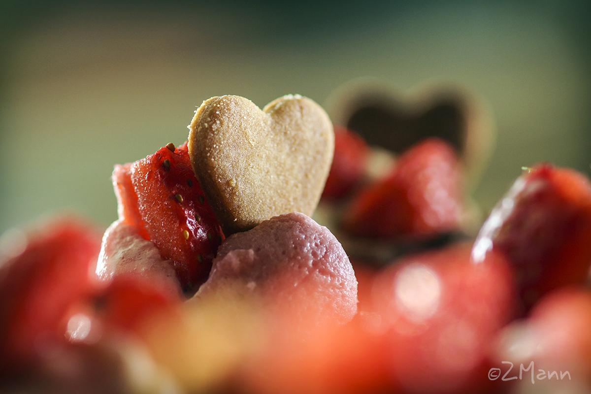z widokiem na stół | babeczki z musem truskawkowym