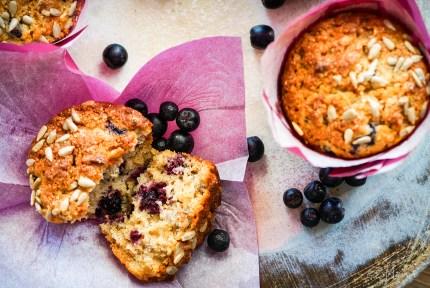z widokiem na stół | jabłkowe muffiny z aronią i słonecznikiem