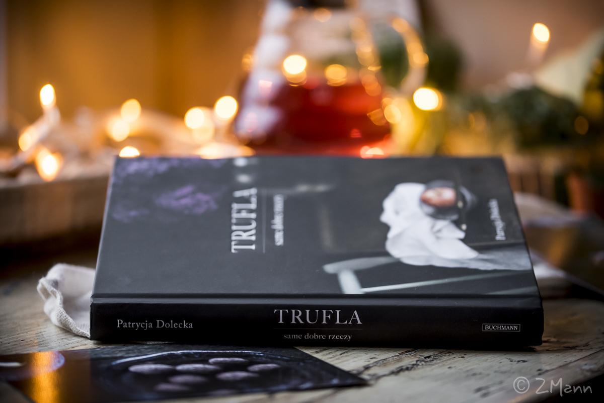 z widokiem na stół   |   książki na stole . 2018