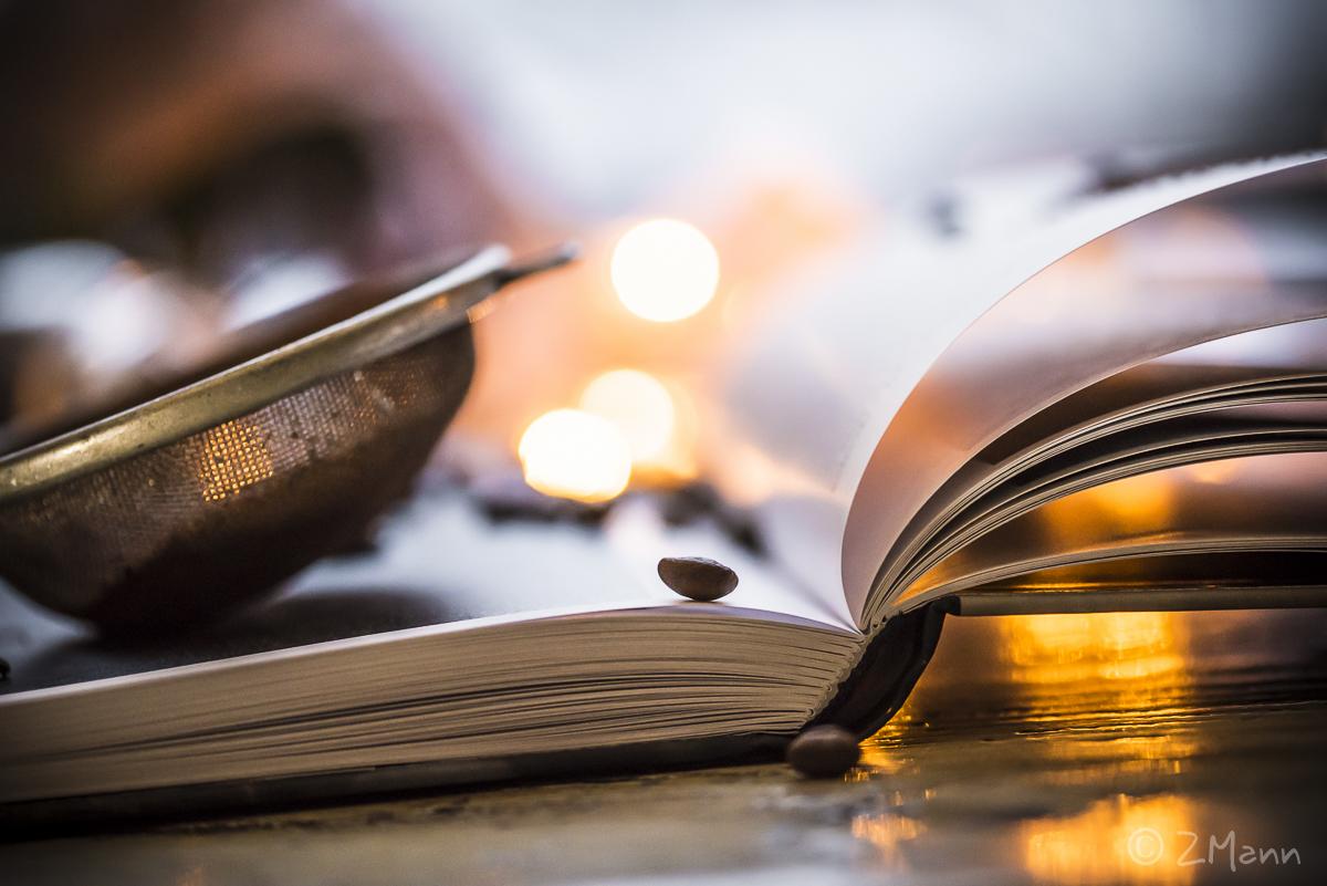 z widokiem na stół   książki na stole . 2018