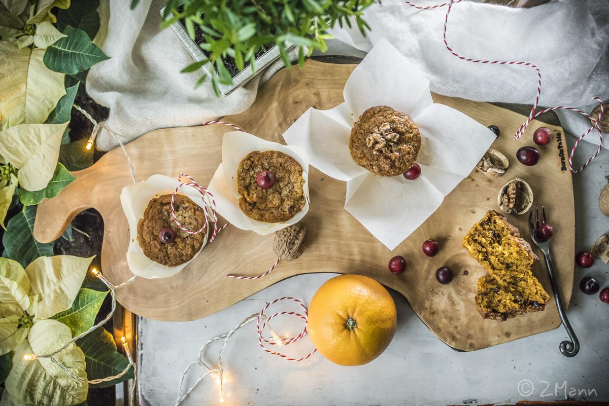 z widokiem na stół | muffiny zimowe . z pomarańczą, żurawiną i orzechami włoskimi