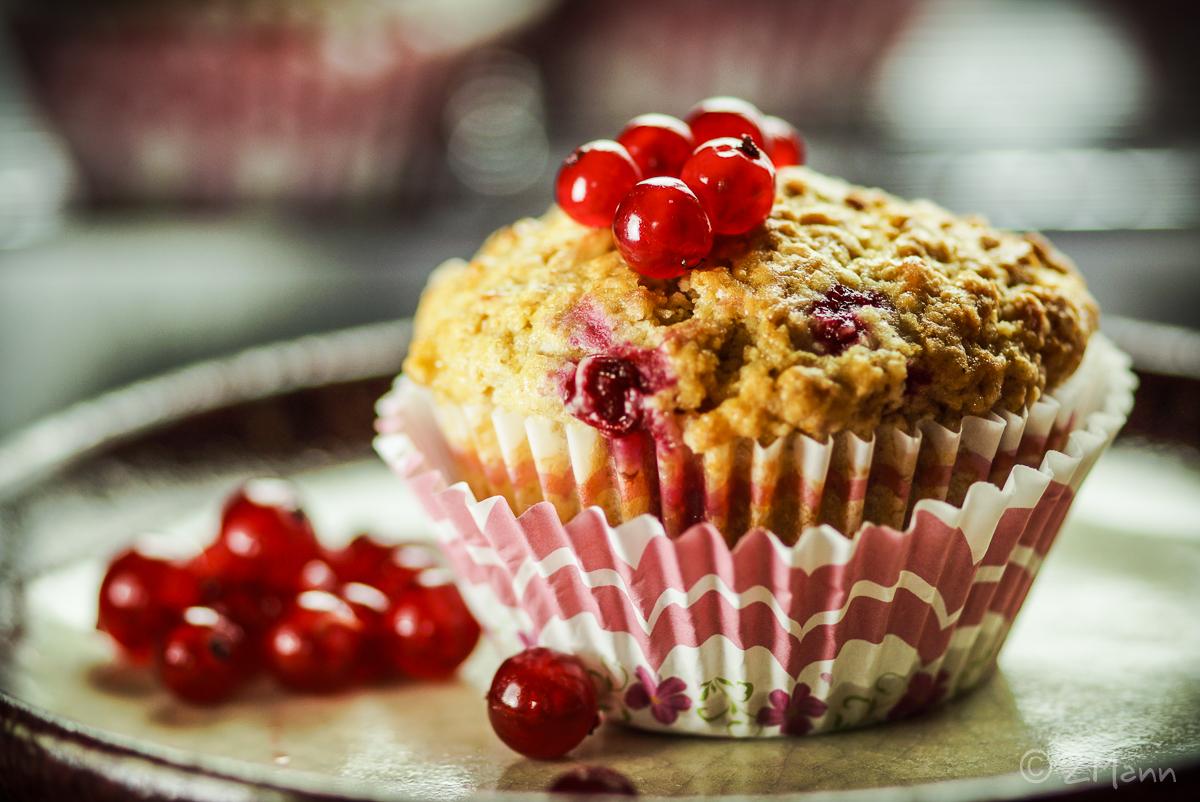 z widokiem na stół | muffiny z porzeczkami i białą czekoladą