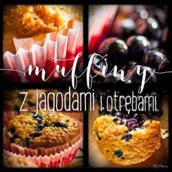 z widokiem na stół | muffiny z jagodami i otrębami