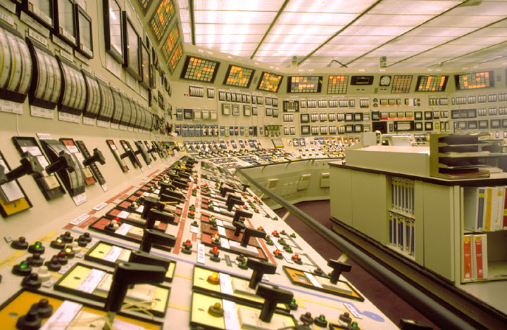 nuclear_power_plant_control_room_full