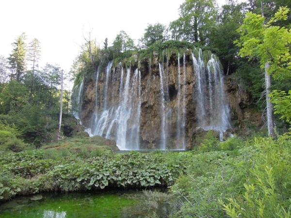 Plitwickie Jeziora jeden z wielu wodospadów Chorwacja