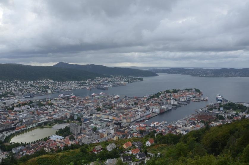 Panorama Bergen ze wzgórza Floyen Norwegia