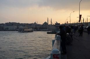 Wędkarze na moście Galata Turcja