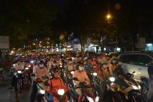 Sajgon ruch uliczny nocą Wietnam