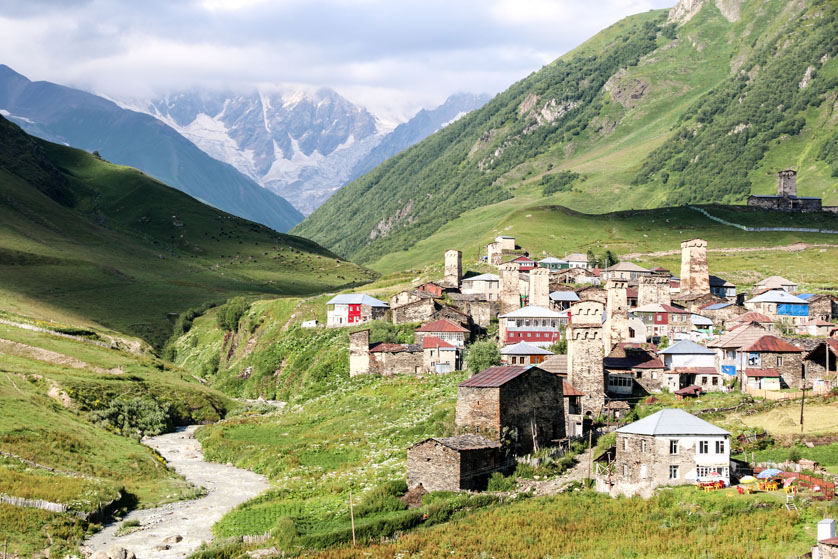 Panorama Ushuli i gór Gruzja