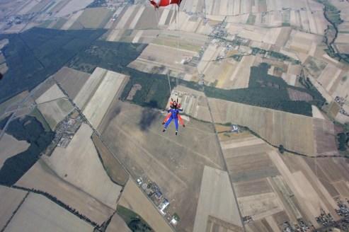 Koniec swobodnego spadania - otwieramy spadochron