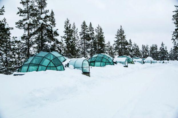 Szklane igloo w Kakslauttanen Finlandia
