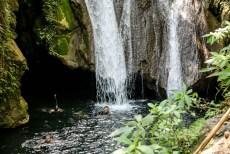 Laguna z wodospadem El Cubano