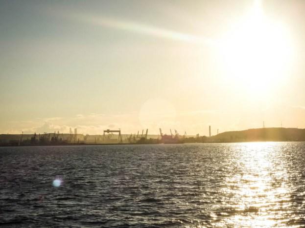 Prom Hel Gdynia zachód słońca
