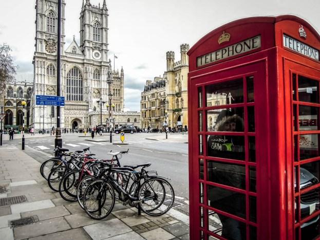 Czerwona budka telefoniczna i Opactwo Westminsterskie