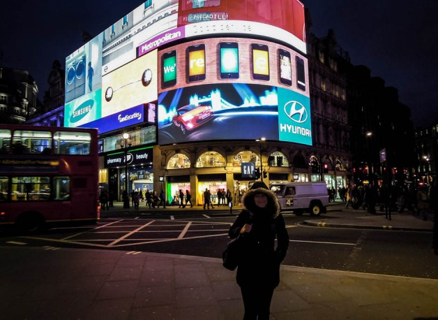 Piccadilly Circus w nocy Londyn