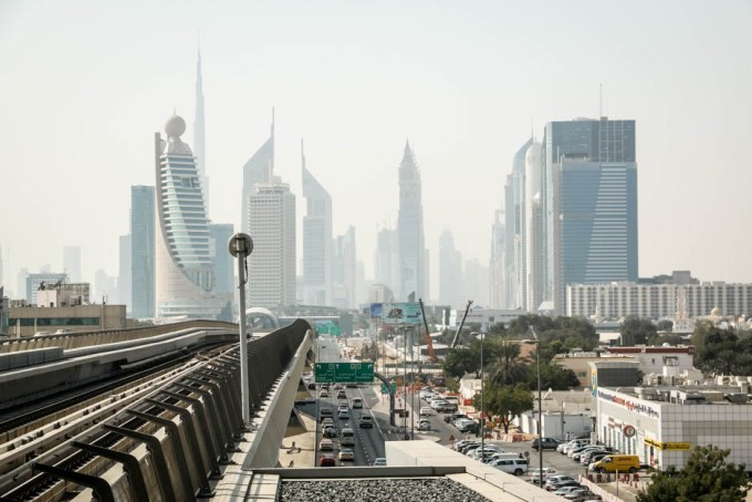 Dubaj widok z przystanku metra
