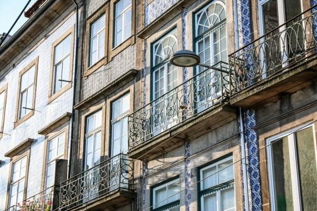 Porto płytki azulejos na ścianach budynków