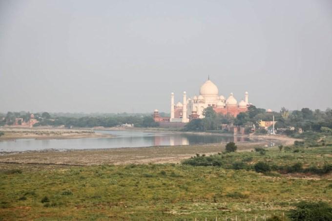 Indie Taj Mahal z tarasu Agra Fort
