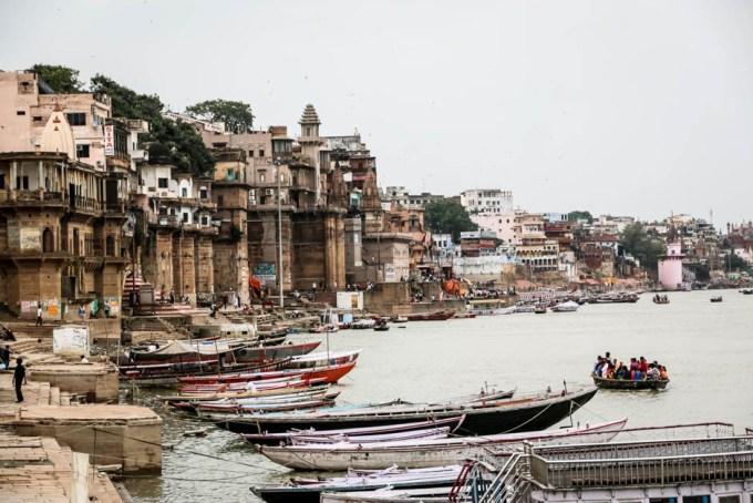 Indie Waranasi zachodni brzeg rzeki ghaty