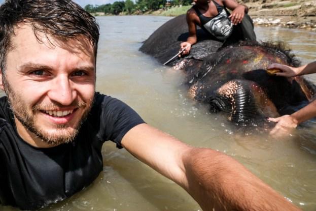Nepal Chitwan kąpiel ze słoniem
