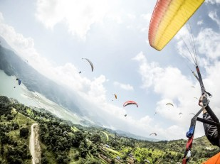Nepal Pokhara lot paralotnią z Sarangkot