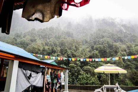 Nepal trekking do ABC deszcze w Dovan