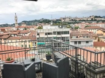 Widok na stare miasto z balkonu hotelu