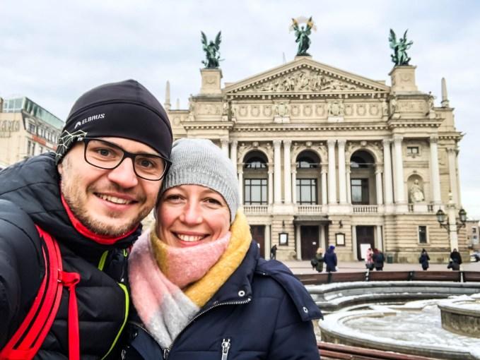 Lwów przed budynkiem opery