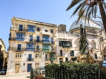 Valetta kolorowe balkony 2