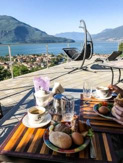Śniadanie nad jeziorem Como