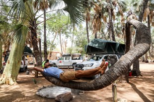 Kemping Epupa Falls palma