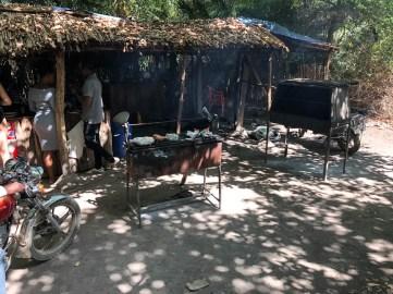 Tanzania Kikuletwa Hot Springs grill obiad
