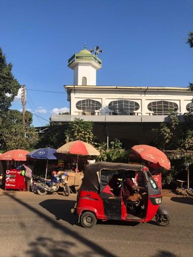 Tanzania Moshi meczet i tuk tuk