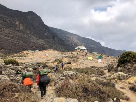 Trasa Machame widok na baranco camp i baranco wall