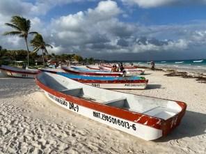 Tulum łódki na plaży