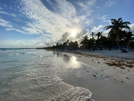Tulum plaża Paraiso zachód słońca