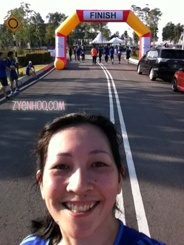 Taking a selfie with the Finish line, while I was approaching the end of the route. Time doesn't matter so I took as many as I needed!