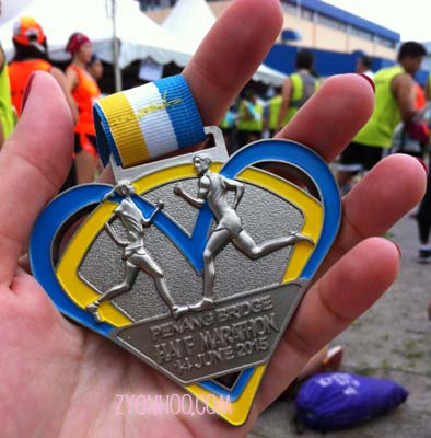 """The finisher medal, which says """"PENANG BRIDGE HAIF MARATHON"""""""