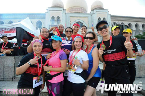 Lovely group photo taken by Running Malaysia!
